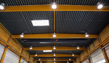 Brandmeldeanlage im ADW-System Industriehallenbeleuchtung mit Hallenbreittiefstrahler